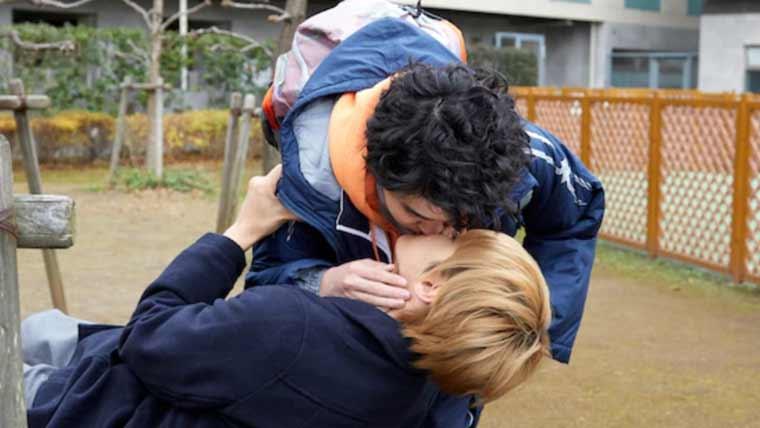 神尾楓珠と望月歩とのキスシーン画像